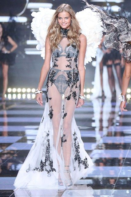 Victoria's Secret Fashion Show we all looked forward to watch took place on 2nd of December 2014 and it was exciting as always!  English article http://makigiaz.com/blog/victorias-secret-show-2014-en  Greek Article http://makigiaz.com/blog/victorias-secret-show-2014