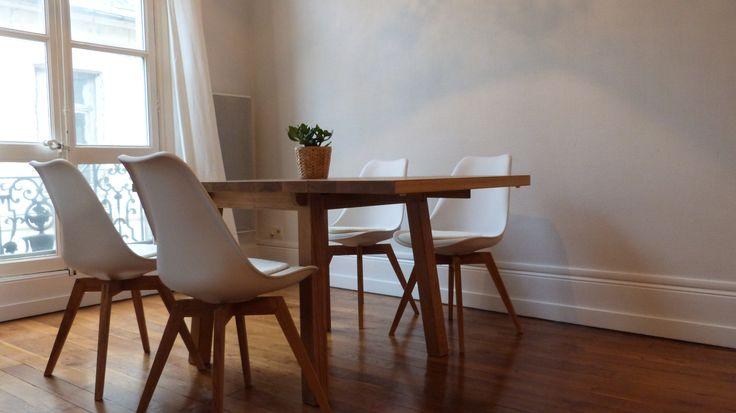 coin salle à manger avec une table en chêne et 4 chaises