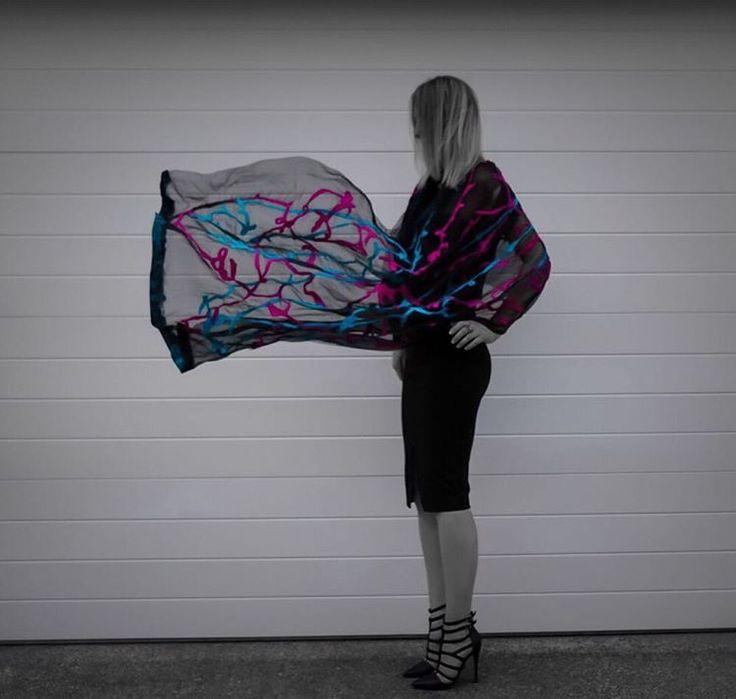 Hand made silk scarf #fashion #style #valeins #handmade #silk #silkscarf #scarf #nunofelt #felt #streetstyle #streetfashion #aucklandfashion #merino #merinowool #newzealandwool #nzfashion #black #hotpink #turquoise #OOTD #handspun #handmadecurator #insta_art #blackandwhite #موضة #ستايل #فالينز #صناعة_يدوية #حرير #سكارف_حرير