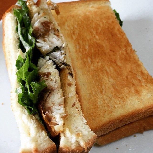 ヨルタモリ見てすっごい食べたくなった…サバサンド。あまりサバ食べられないんだけど、すっごい美味い!ちゃんとしたの食べたくなった(*^_^*)どっかないかなぁ。 #サンドイッチ #サバサンド #サバ #鯖 #ヨルタモリ #トルコ #Balikekmegi