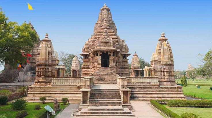 Nelle vicinanze di Khajuraho si trova un complesso di templi Indù e Jainisti degli inizi dell'XI secolo. Risalgono al tempo del regno dei Chandela