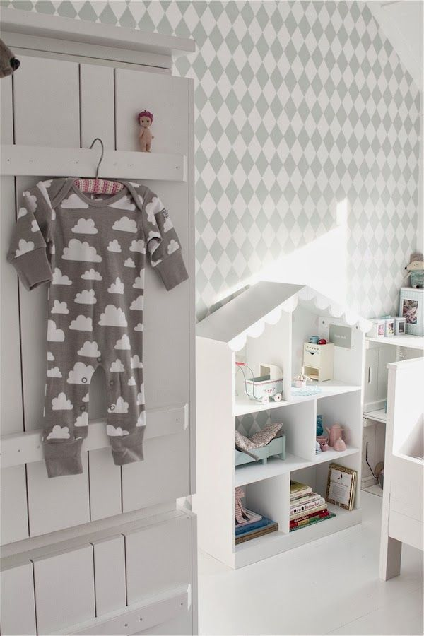 &SUUS | Evie's Room Where 2 buy | ensuus.blogspot.nl | Cloud cushion - Ferm Living - Doll house - Farg and Form - Gran Cushion - Girlsroom - Mint and pink