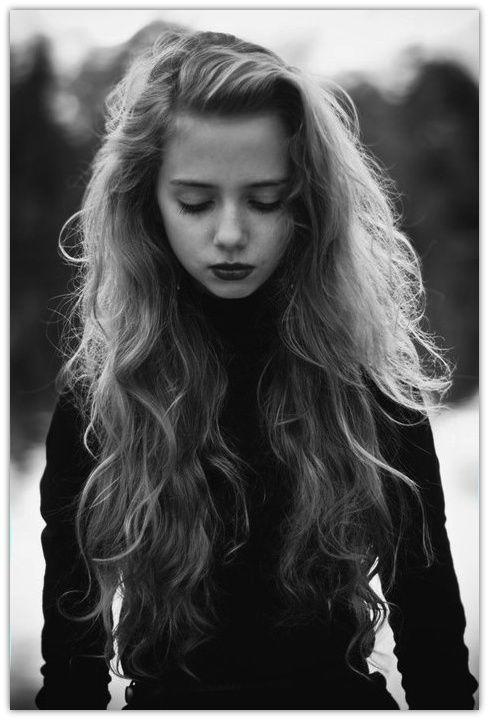 Beautiful hair and dark lips. xx www.graceloveslace.com.au