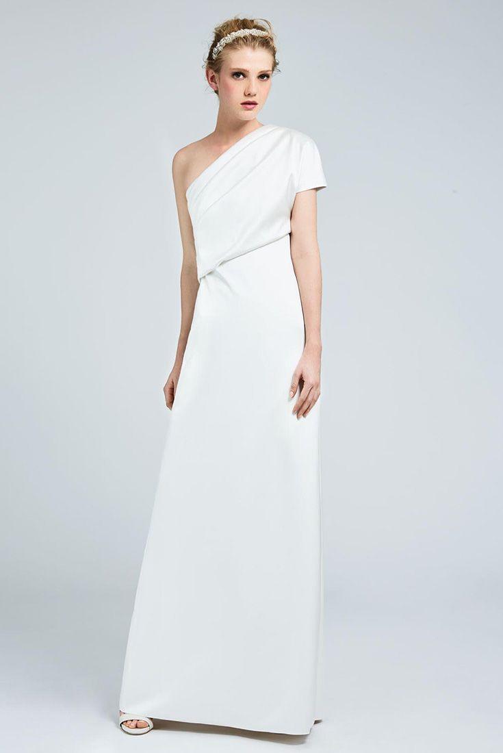 DRIMIA, long one-shouldered dress in milk-white double satin and silk blend, distinguished by a soft asymmetrical drape. Well balanced elegance and sleek style. #MaxMaraBridal #weddingdress #abitodasposa