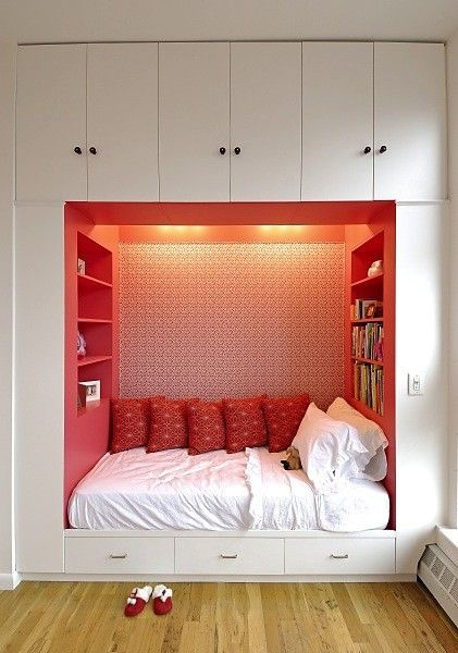 Built in bed. The bed looks so cozy surrounded on three sides like that and you have room for so many books at your immediate disposal!