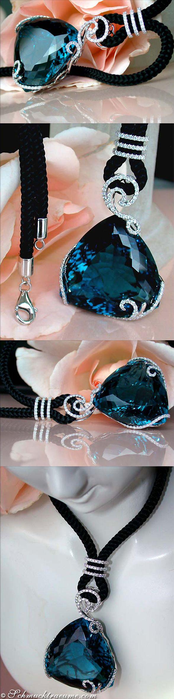Grand Blue Topaz Diamond Necklace, 99,02 cts. WG14K - Find out: schmucktraeume.com - Like: https://www.facebook.com/pages/Noble-Juwelen/150871984924926 - Contact: info@schmucktraeume.com. LBV