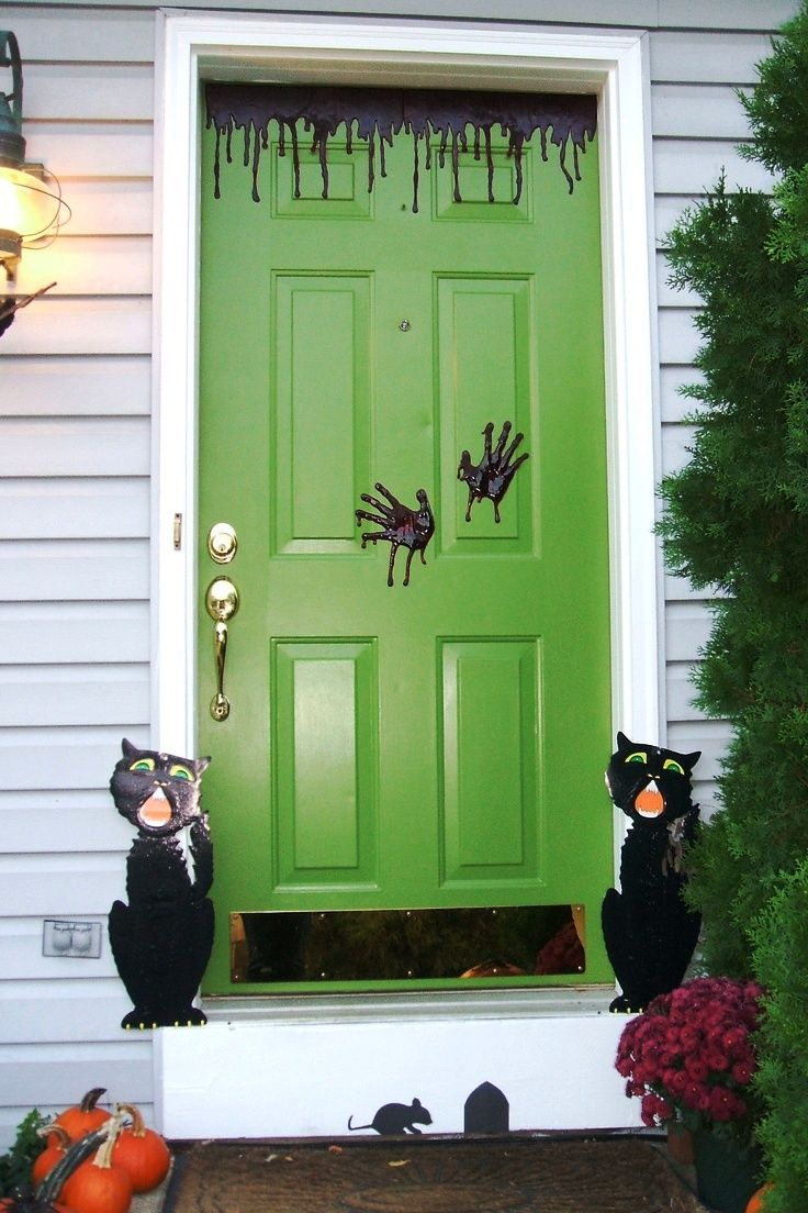 21 halloween door decorations ideas - Halloween Front Doors