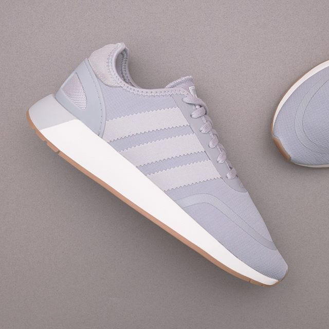 wholesale dealer 1b217 a220f adidas Originals N-5923 W - B37167 • Gråa sneakers är något speciellt, den  här från adidas Originals slår alla konkurrenter på fingrarna.