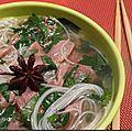 Voici une recette de Pho, le plat national vietnamien qui se mange là-bas à tout moment de la journée ! Cette recette est tirée d'un numéro...
