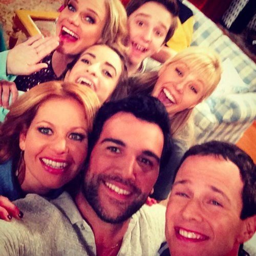 The Fuller House Cast Has Been Sharing Adorable Pictures From the Set