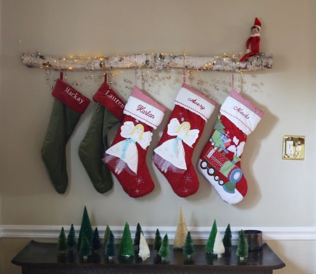 Many of us live in houses and apartments that no longer feature a traditional fireplace, but that doesn't mean we should miss out on the Christmas traditions. If you still want to hang stockings but lack a mantle to hang them on, check out these DIY crafty alternatives.