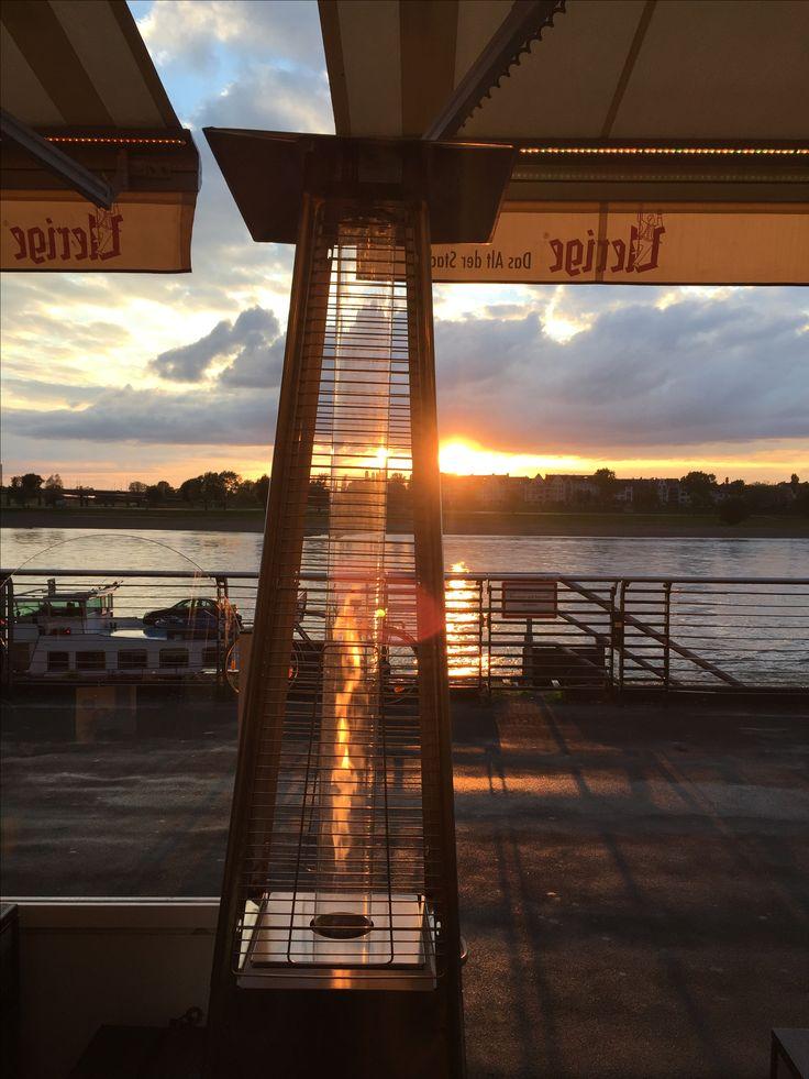 Sonnenuntergang am Rheinufer Düsseldorf