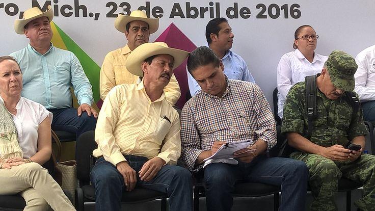 Esta semana serán entregadas una presa de concreto ciclópeo y 13 ollas de agua; también se pondrán en marcha acciones en 37 comunidades de La Huacana y Churumuco, anuncia el ...