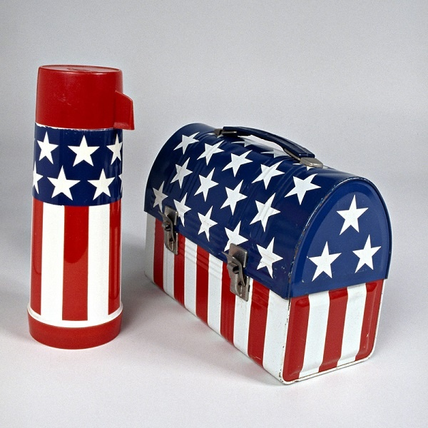 What did you bring to lunch today? Patriotism, that's what! This lunch box and thermos were made by Aladdin Industries in 1970 in Nashville, Tennessee. #flagday