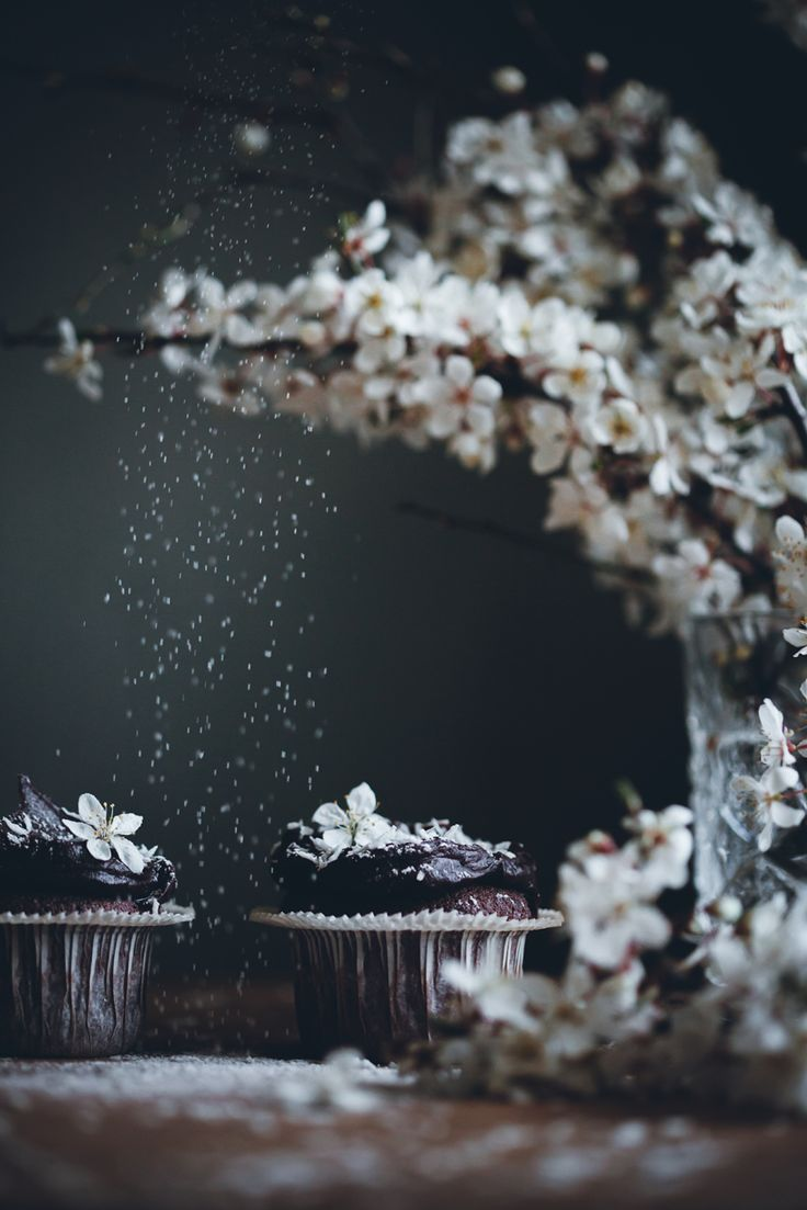 Food Photography & Styling Inspiration | Mocha squares