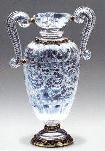 Jarra con asas en forma de bichas (cristal de roca, oro y esmaltes). Finales siglo XVI. Tesoro del Delfín