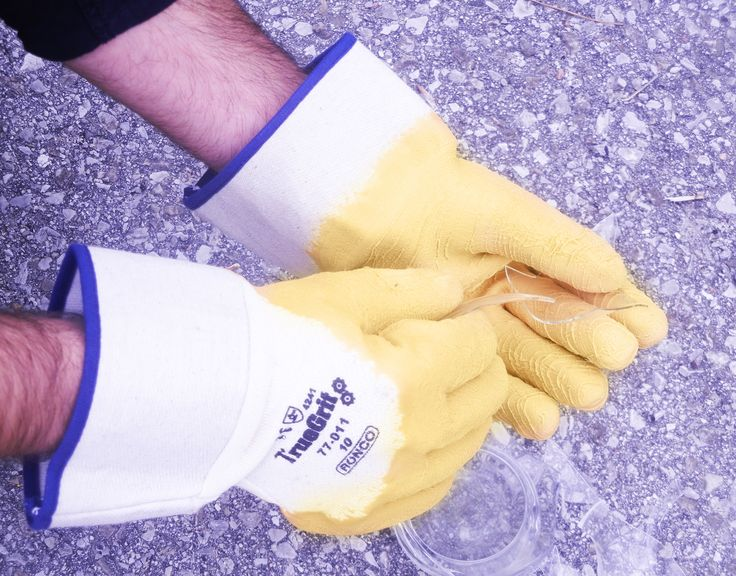 http://ca.en.safety.ronco.ca/products/44/RONCO+TrueGrit  RONCO TrueGrit Crinkle Latex Dipped Gloves