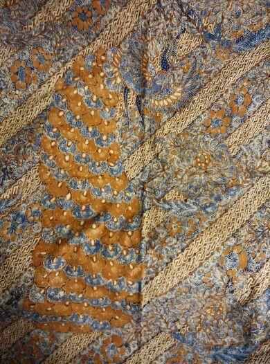 Batik origin Solo,central java,type merak rerengan ,full hand write,color sogan,year of making 1940~1950