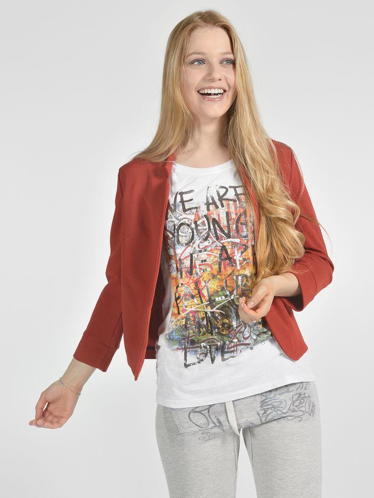 Giacca corta senza bottone - T-shirt basica manica 3/4 stampa - Pantalone coulissé tasche marsupio stampato
