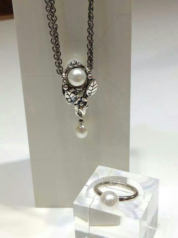 Trollbeads Vintage Pendant Triple Pearl White On A