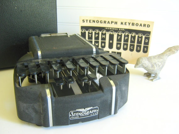 what does a court stenographer machine look like