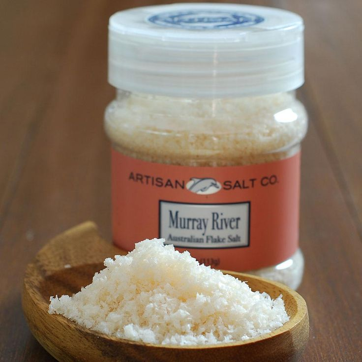 Try not to be dazzled by the beauty of these salt salmon-colored salt flakes, we dare you. Murray River salt hails from Australia, the Murray River to be exact, where it is produced naturally by evaporation and owes it's lovely color to the pigment