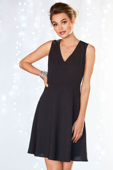 love this black dress, so versatile can be worn practically anywhere! work, evenings out, day to day activities.