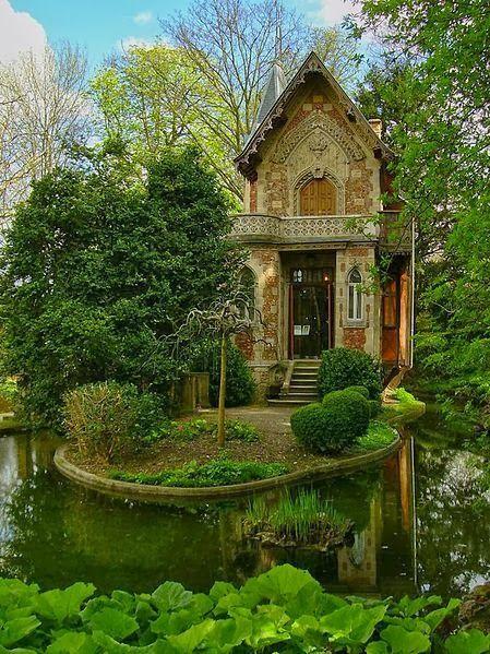 Alexandre Dumas' hideaway on the grounds of Monte Cristo Castle in Marly le Roi, France; ou la résidence d'une elfe Haut-Noldor.