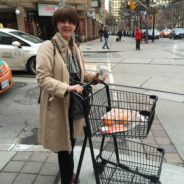 Shell shocked after a company sales meeting I found myself having left the #Toronto Metro store with the shopping cart and I didn't pay!!!!