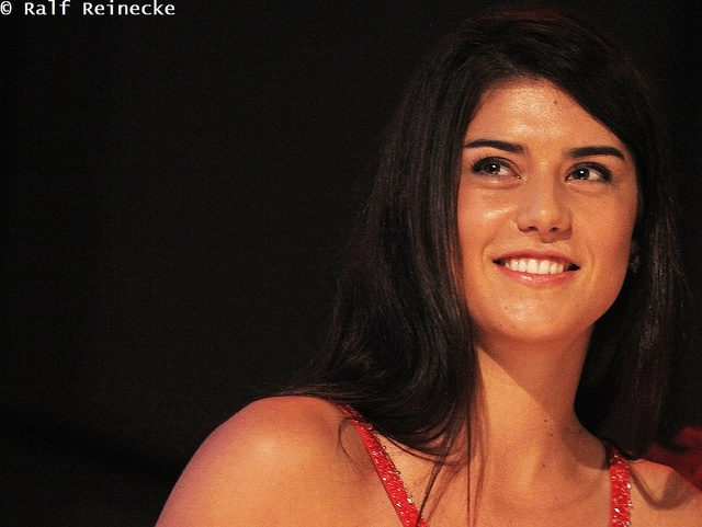 Full name is Sorana Mihaela Cirstea ... Speaks Romanian, English and Spanish and is studying French ..
