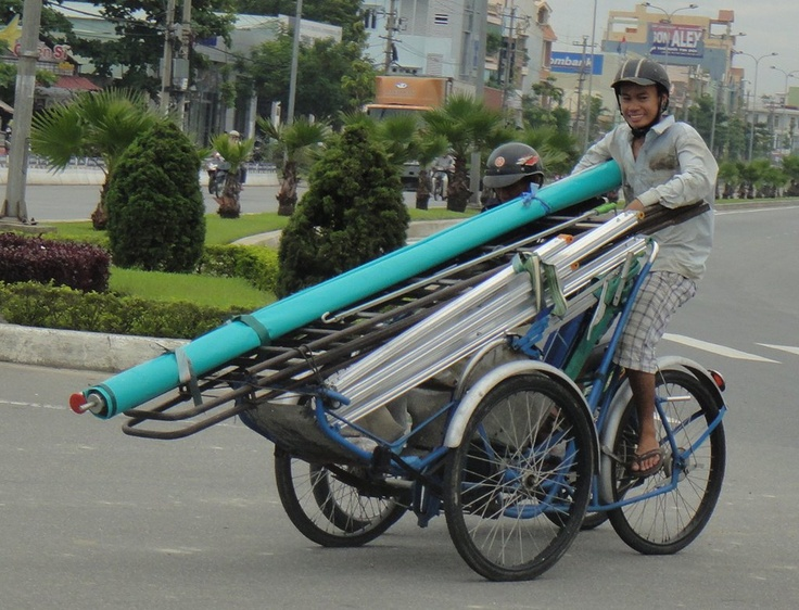 Cyclo drivers also seem to get on with some extreme loads!