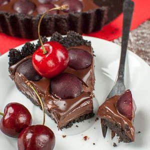 Und wie versprochen kommt hier auch schon das nächste Rezept mit Kirschen. ;) Die Erdbeeren gehen in den Geschäften ja nun auch schon langsam wieder zur Neige und selbst pflücken kann man sie auch …