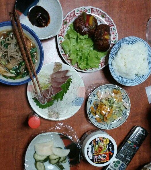 10月17日(金) 晴れ 豆腐ハンバーグ カボチャサラダ そば 鰤の刺身 キムチ 63.45