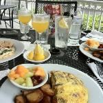 Peach Valley Cafe: peach Belinis, food to die for!