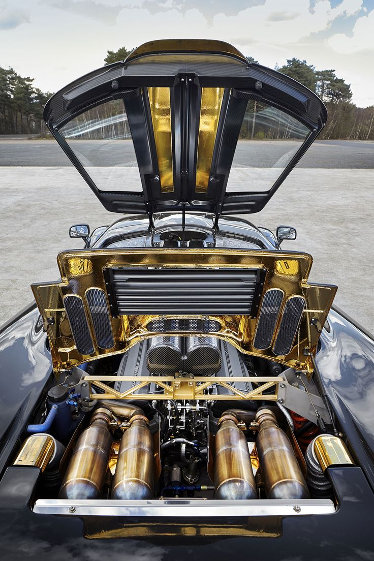 Under the hood of McLaren F1: 627 hp V-12 and an engine bay lined in 24-karat gold. #McLaren #sportscar #supercar