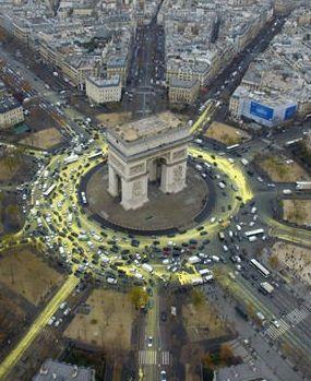 Protest Greenpeace w Paryżu. (EPA/Greenpeace).