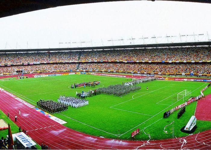Es un estadio en Bogotá, Colombia. Es muy grande.