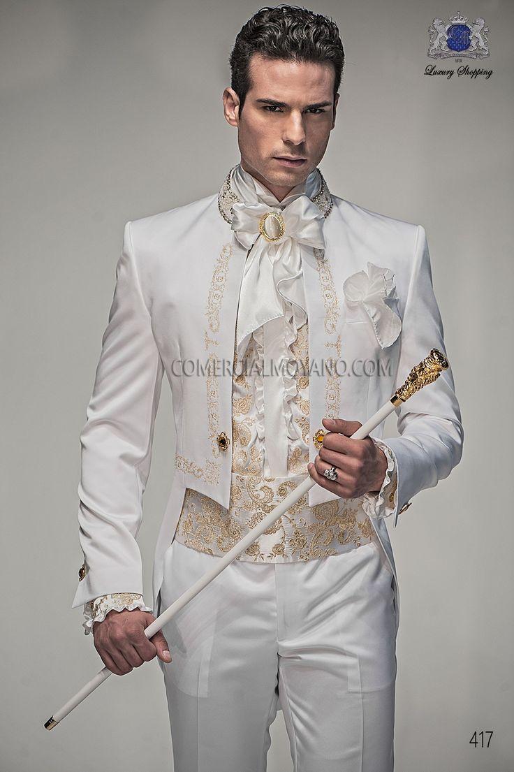 Traje de novio frac de raso blanco con bordado drako en oro y cuello mao con pedrería, modelo 417 Ottavio Nuccio Gala colección Barroco 2015.