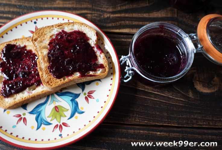 Enjoy delicious blueberry honey jam all year with this easy to make 3 ingredient…