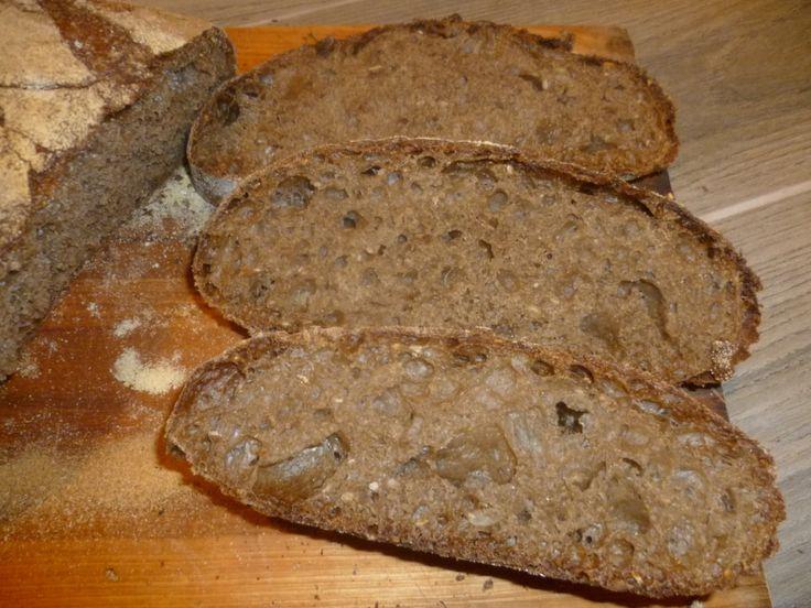 pane ai 7 cereali, con lievito madre, preparato con farina del Molino Spadoni, lievitazione naturale, mollica ben alveolata e crosta croccante