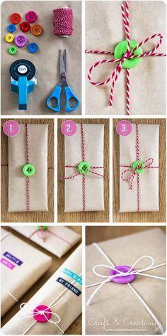 Geschenke einpacken mit Knöpfen! Die sind ein bunter Hingucker und geben die gewisse Prise Besonderheit! :)