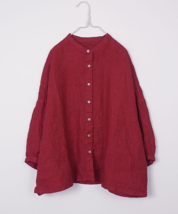 <span style=color:#0000FF><strong>ご好評につきレッドは全店で完売となりました。</strong></span> <br />  <br />  表現力豊かなカラーリング。<br /> 特にレッドはシーズンテーマ「The Great Journey」にちなんだカラー。<br /> マサイ族が身に着けた太陽や生命を連想させる鮮やかな赤色。<br /><br />  ビッグシルエットのシャツ。  <br /><br />  ※color,size 多少異なります。<br />  ※着用サイズ:size F<br />  ※モデルの身長:160cm  <br /><br /> ※採寸箇所の詳細につきましては <a...