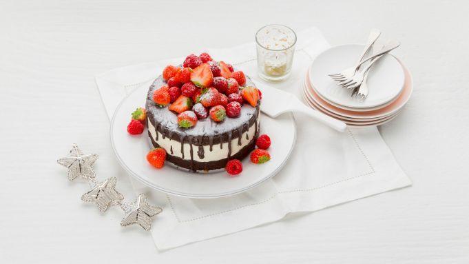 Kijk wat een handige video op Allerhande! Brownietaart met mascarpone en rood fruit