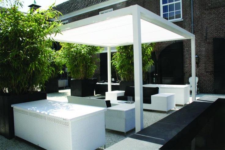 Vrijstaande zonwering - Jan Des Bouvrie. Met oprolbaar dak?