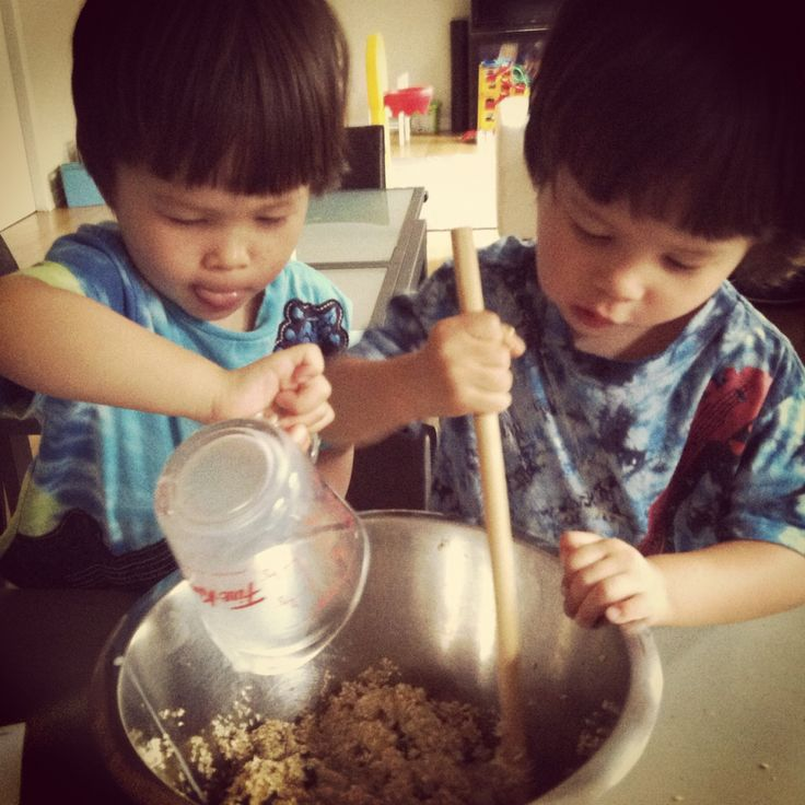Making easy and yummy toddler BREAKFAST COOKIES (using only breakfast ingredients). Click through for recipe. #cookingwithkids