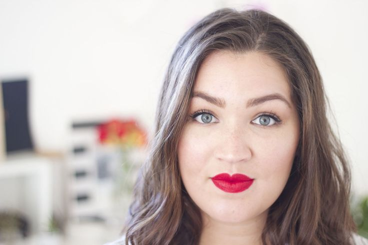 Red Lipstick tutorial with a hint of strobing