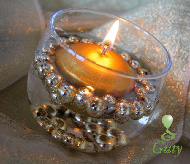 Dekoračné sklo s perličkami a plávajúcou sviečkou zlaté.