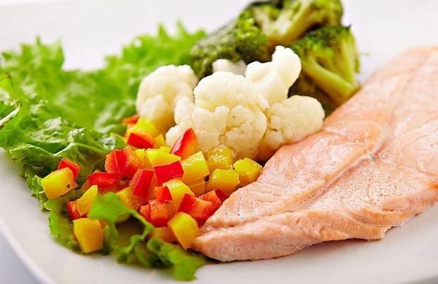 Рацион питания с рефлюкс-эзофагитом должен состоять из      Нежирных кисломолочных продуктов (творога, йогурта, сыра)     Яиц (всмятку или в виде парового омлета)     Постного мяса, птицы или рыбы, приготовленных на пару или запеченных в духовке