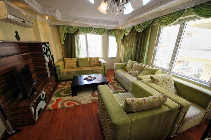 Бюджетная недвижимость в Турции - Продается квартира,  площадью 100 м2 в центре Махмутлара.   Рядом всевозможные  магазины, рестораны, кафе. В комплексе есть свой бассейн и подземный переход к морю. Квартира расположена на втором этаже пятиэтажного  дома, полностью меблирована с необходимой  бытовой техникой, с двумя спальнями комнатами, гостиной, совмещенной с кухней, ванной и балконом. Цена: 54500 евро #недвижимостьвтурции, #квартиравтурции, #апартаментывтурции