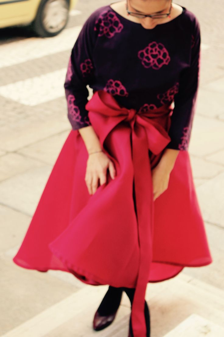 blusa di velluto a coste con stampa rosa fiore di ortensia gonna di pura seta con fiocco in vita